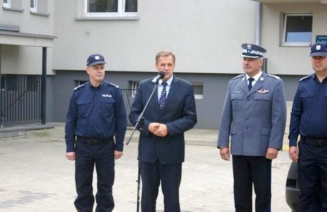 Radiowozy te 100 km/h osiągają w 10 sekund, a ich prędkość maksymalna wynosi 195 km/h. Zostały one zakupione z połączonych środków pochodzących od samorządów: powiatowego i wszystkich gmin powiatu bielskiego oraz z Komendy Głównej Policji.