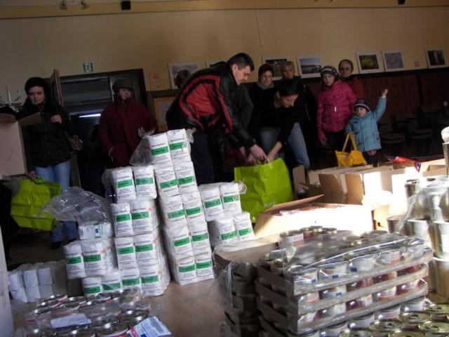 Gmina Juchnowiec Kościelny wspólnie ze stowarzyszeniem Droga przygotowała potrzebującym mieszkańcom gminy przedświąteczne paczki żywnościowe.