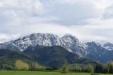 Tatry. Wiosna? Ale nie w górach. W Tatrach właśnie znów spadł śnieg. Chmury odsłoniły ośnieżony Giewont [ZDJĘCIA]