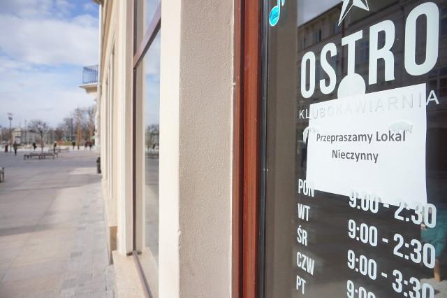 Zagrożenie koronawirusem uderzyło m.in. we właścicieli pubów, kawiarni i restauracji, które musiały zawiesić działalność