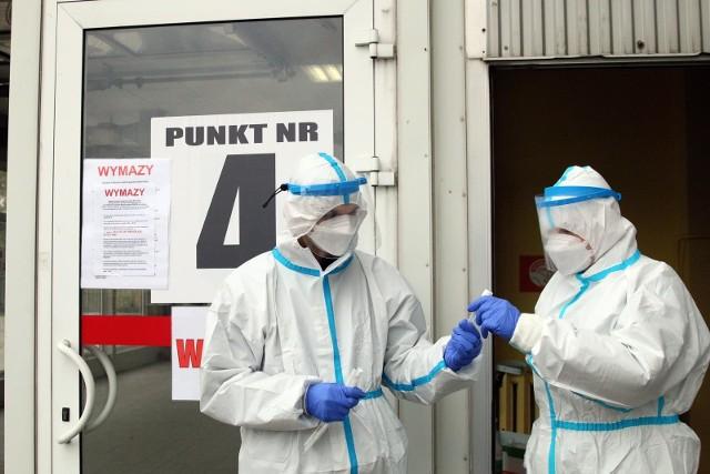 W województwie kujawsko-pomorskim w czasie tygodnia umiera ok. 7  pielęgniarek i położnych. W Polsce hospitalizowanych jest 57 członkiń związku, z których 8 znajduje się w stanie ciężkim