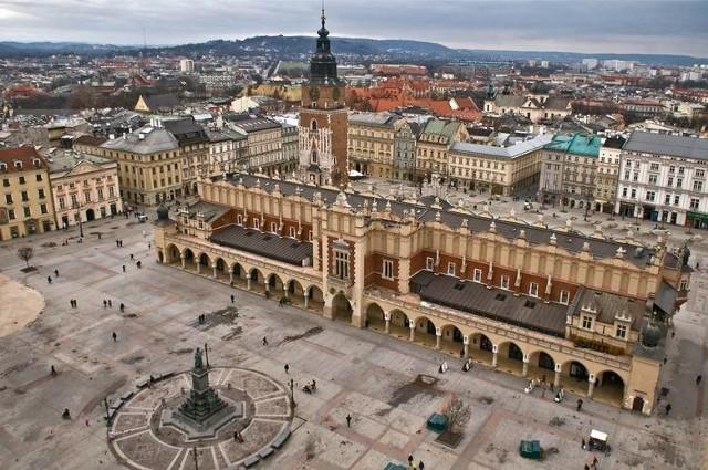 Krakowianie chcą powrotu na Rynek Główny. Na kolejnych dwóch slajdach miejsca, za którymi również tęsknią mieszkańcy