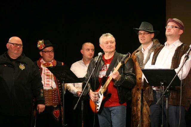 Wśród wykonawców posłowie Wiesław Janczyk, Arkadiusz Mularczyk i Andrzej Romnek