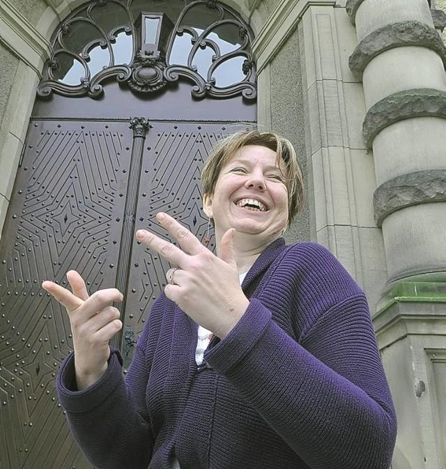 - Za tymi drzwiami na absolwentów czeka mnóstwo atrakcji - zapewnia Katarzyna Lulkiewicz, dyrektorka liceum