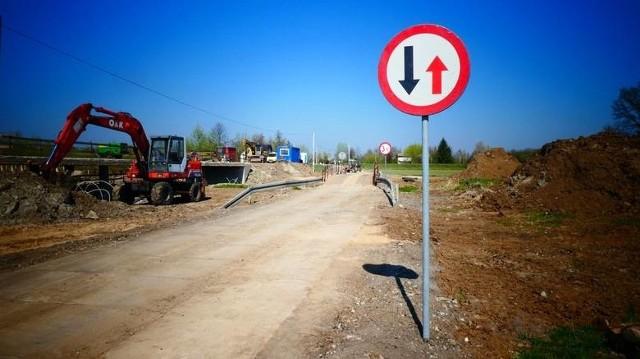 """Decyzja zapadła: nie będzie tymczasowej przeprawy na Wiśle na czas remontu mostu Piłsudskiego. Ogłosił to dziś prezydent Michał Zaleski, z góry przepraszając mieszkańców za utrudnienia przez najbliższe 1,5 roku. """"Będziemy jeździć przez plac budowy"""" - nie krył.TEKST: Małgorzata OberlanWIĘCEJ NA KOLEJNYCH STRONACH>>>"""