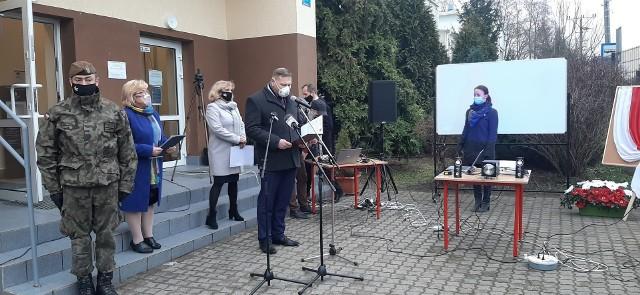W Szkole Podstawowej w Gałkowie Dużym uroczyście odsłonięto tablicę pamiątkową poświęconą Zbigniewowi Godlewskiemu, który w wieku 18 lat zginął podczas strajku górników w 1970 roku w Gdyni.