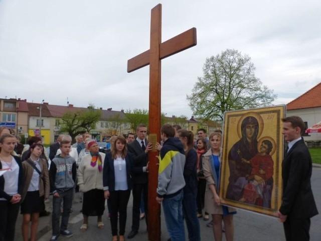 Symbole Światowych Dni Młodzieży krzyż oraz ikona Matki Bożej zawitały do Staszowa