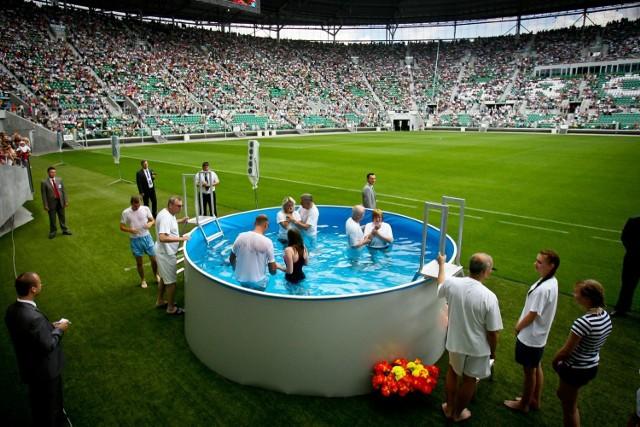 Za wynajęcie Stadionu Wrocław na trzy dni Świadkowie Jehowy płacili około pół miliona złotych
