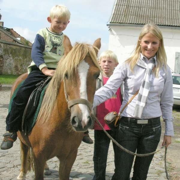 Beata Olisadebe dała pierwsze lekcje konnej jazdy dzieciom z Zopowych.