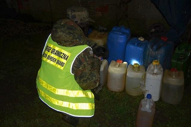 U 61-latka z Sokółki strażnicy graniczni znaleźli też 1700 litrów oleju napędowego