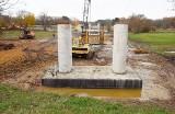 Zobacz, jak idzie budowa nowego mostu w Milsku. Widać już pierwsze elementy przeprawy!