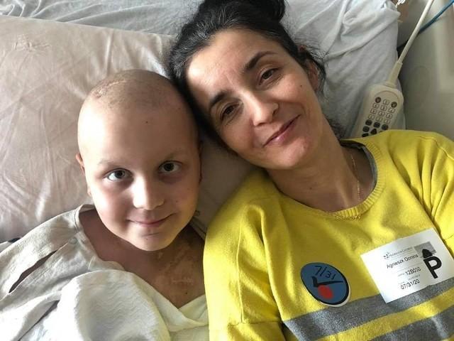 Mateusz Oźmina, chłopiec z Przysieka chorujący na nowotwór ma się lepiej. Jednak musi jeszcze zostać w USA, a na to potrzebuje finansowego wsparcia. Zdjęcia obrazują ostatnie 2 miesiące walki Matiego