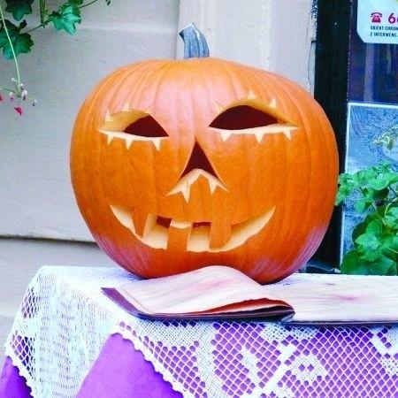 Halloween to wieczór wzajemnego straszenia, noszenia masek i kostiumów
