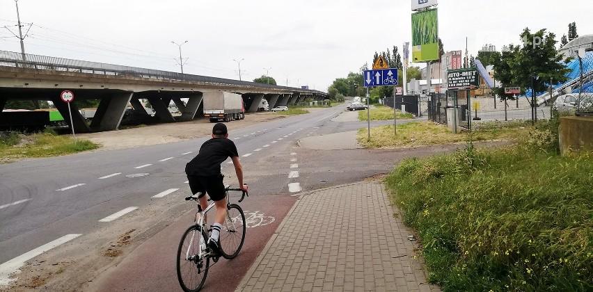 Jednym z punktów krytycznych jest odcinek pod Estakadą Pomorską. Tutaj ścieżka przechodzi w pas wytyczony po bardzo zniszczonej jezdni. Dobrą wiadomością jest fakt, że miasto rozstrzygnęło przetarg na przebudowę estakady i przebiegających poniżej niej jezdni wspomagających. Projekt zakłada m.in. budowę ciągów pieszych, rowerowych i pieszo-rowerowych.
