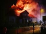 Pożar zniszczył dorobek kilku pokoleń. Bez dachu nad głową zostali m.in. 90-letni dziadkowie oraz matka z małym dzieckiem