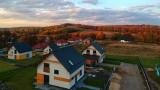 Domy na sprzedaż na osiedlu Spacery niedaleko Krakowa i Katowic. Trwa budowa. Stąd widać Tatry! [ZDJĘCIA]