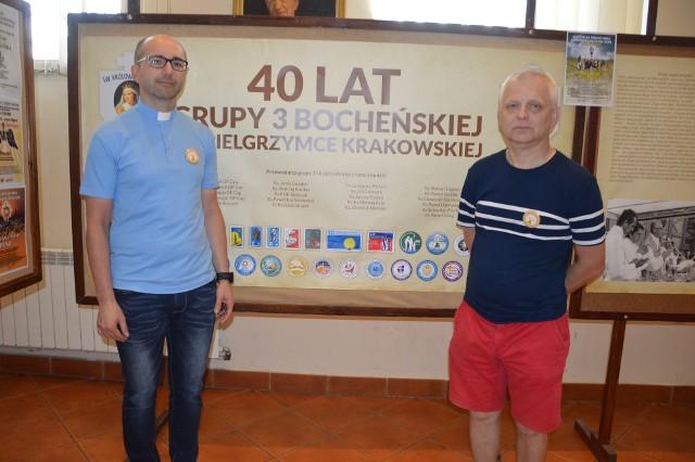 Ks. Paweł Skraba, przewodnik oraz Jarek Leśniak, organizator grupy nr 3 z Bochni na Jasną Górę