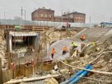 Dąbrowa Górnicza. Widać pierwsze tunele pod torami kolejowymi. Będzie centrum przesiadkowe, nowe drogi, codzienne pracuje tu 300 osób