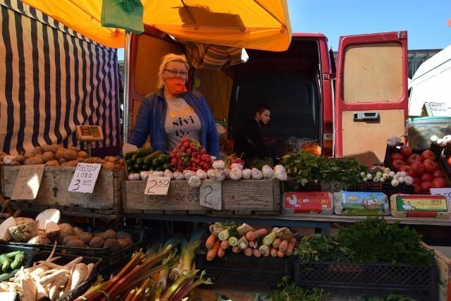 Ceny warzyw na targowisku w Nowej Soli, 27 maja 2020 r.