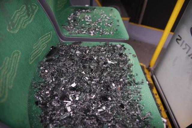 Do uszkodzenia szyby w autobusie doszło już m.in. w czerwcu