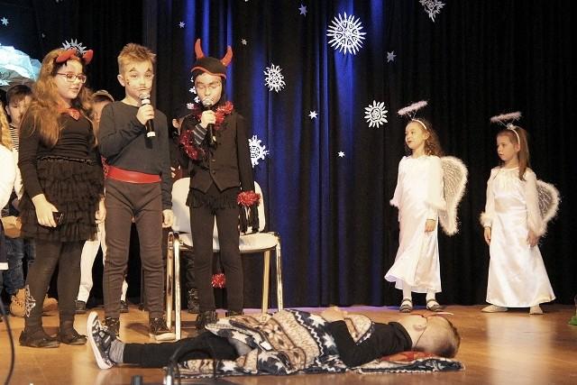 Młodzi aktorzy przedstawili Jasełka w Miejskim Ośrodku Kultury w Rzepinie.