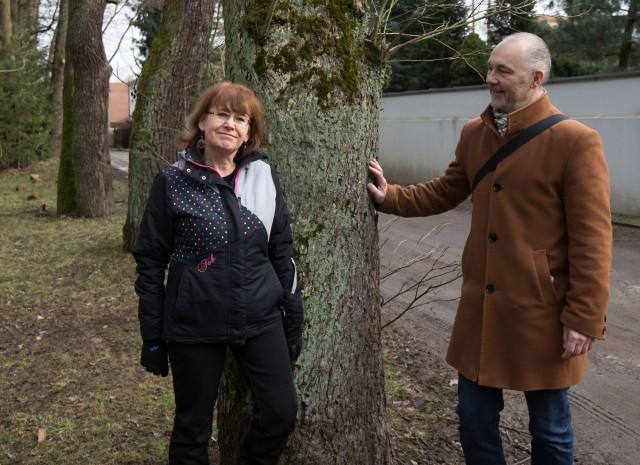 Ewa Korolczuk i Dan Wołkowycki nie zamierzają dopuścić do tego, aby drzewa przy Lesie Zwierzynieckim wycięto.