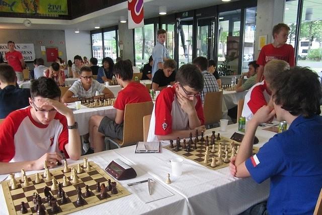 grają w meczu z Czechami: od lewej: Kami Dragun, Jan Krzysztof Duda i Kacper Drozdowski