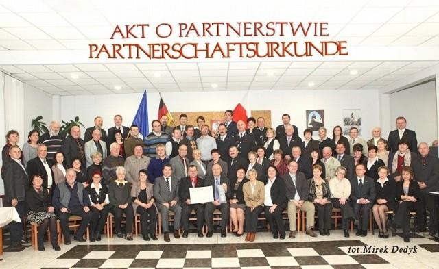 Wspólne pamiątkowe zdjęcie partnerów z Zębowic i Birkenfeld