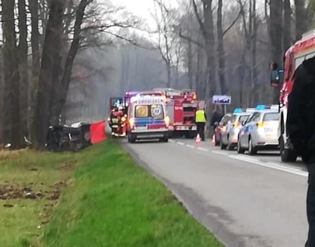 Śmiertelny wypadek w Lyskach. Nie żyje 19-letni kierowca