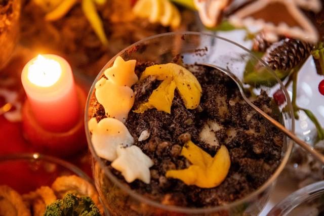Potrawy wigilijne. Już dziś Wigilia Bożego Narodzenia. Piękna tradycja, w czasie której zasiądziemy do wigilijnych stołów. Jakie potrawy powinny się na nim znaleźć? Oto 12 tradycyjnych potraw wigilijnych - lista dań wigilijnych oraz przepisy na potrawy wigilijne.