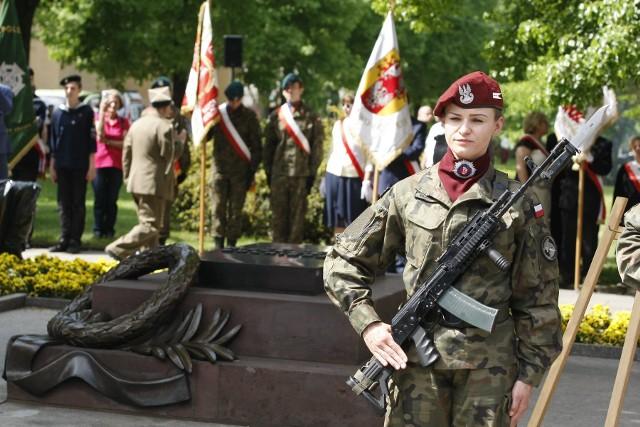 Uroczystości z okazji Święta Konstytucji 3 Maja w Łodzi odbyły się w katedrze i na placu przed nią. Udział wzięły najważniejsze osoby w regionie oraz łodzianie.