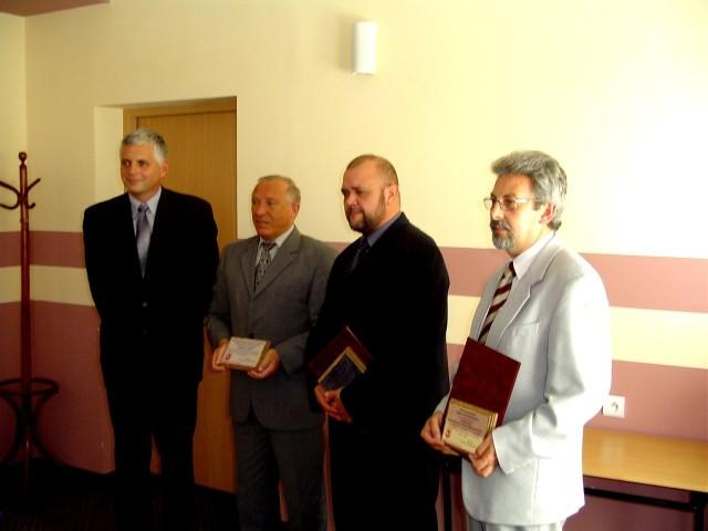 - Nagrody marszałka są chlubą dla całego powiatu i za to chciałbym laureatom podziękować - powiedział na wczorajszym spotkaniu starosta stargardzki Krzysztof Ciach (pierwszy z lewej).