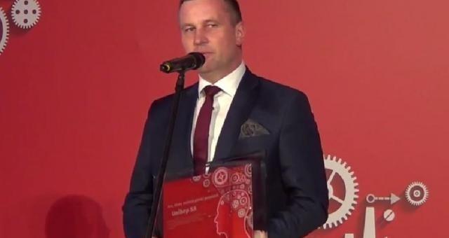 """Unibep z miliardem na koncie i coraz szerszym udziałem w rynku budowlanym Już w tym roku Unibep został też """"Tym, który zmienia polski przemysł"""". Miesięcznik """"Nowy Przemysł"""" docenił dynamikę i ekspansję w budownictwie, a szczególnie – umiejętną realizację strategii zrównoważonego rozwoju opartego na ekspansji eksportowej, która zaowocowała dużą skalą działalności i dobrymi wynikami finansowymi."""