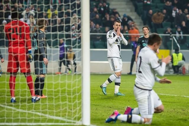 Ajax Amsterdam - Legia WarszawaAjax spotka się w Amsterdamie z Legią w rewanżowym meczu 1/16 finału Ligi Europy UEFA. Wymienione drużyny rywalizowały w tej fazie LE UEFA w sezonie 2014/2015. Dwa lata temu w Holandii Ajakidzi okazali się lepsi od Wojskowych 1:0, a w Polsce zwyciężyli 3:0. Trzy bramki strzelił Legii Arkadiusz Milik, który obecnie występuje w Napoli. Warszawianie będą chcieli odegrać się na zawodnikach Ajaksu i przełamać złą passę polskich ekip, które po awansie z fazy grupowej do wiosennej fazy pucharowej LE UEFA odpadają w starciu z pierwszym przeciwnikiem... czytaj więcejEmisja: TVP1, godz. 18:55