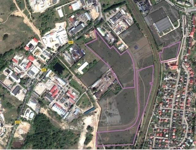 Podstrefa Mrągowo W-MSSE to teren o łącznej powierzchni 34 ha zlokalizowany w czterech kompleksach położonych w przemysłowych rejonach miasta. Tzw. kompleks Mlekpol zajmuje tu 4,3 ha.