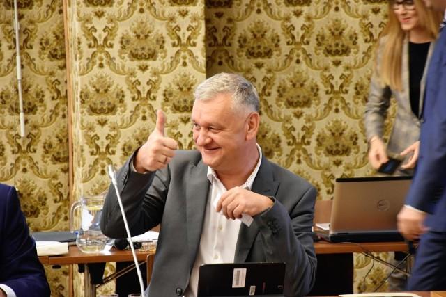 Arkadiusz Szymański tłumaczy, że w pracy na nowym stanowisku pomoże mu jego kilkunastoletnie doświadczenie samorządowe oraz ukończenie studiów MBA