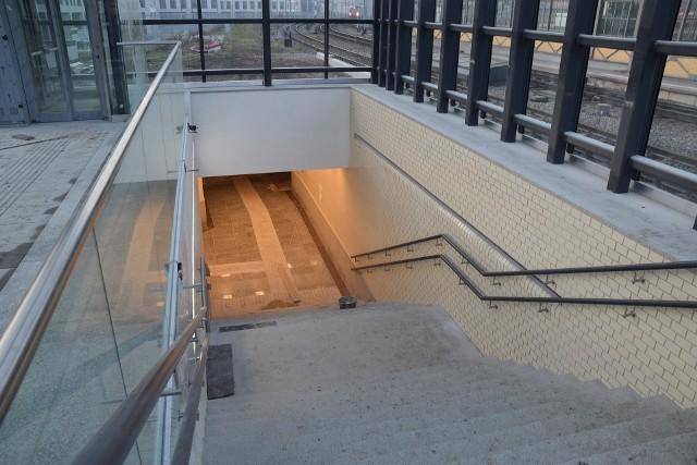 Dworzec Główny: Ostatnie prace przed oddaniem nowego peronu nr 6 podróżnym