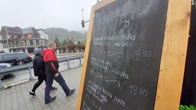 Szczyrk stara się przyciągnąć turystów przystępnymi cenami.ZOBACZCIE CENY W SZCZYRKU NA KOLEJNYCH ZDJĘCIACHZobacz kolejne zdjęcia. Przesuwaj zdjęcia w prawo - naciśnij strzałkę lub przycisk NASTĘPNE