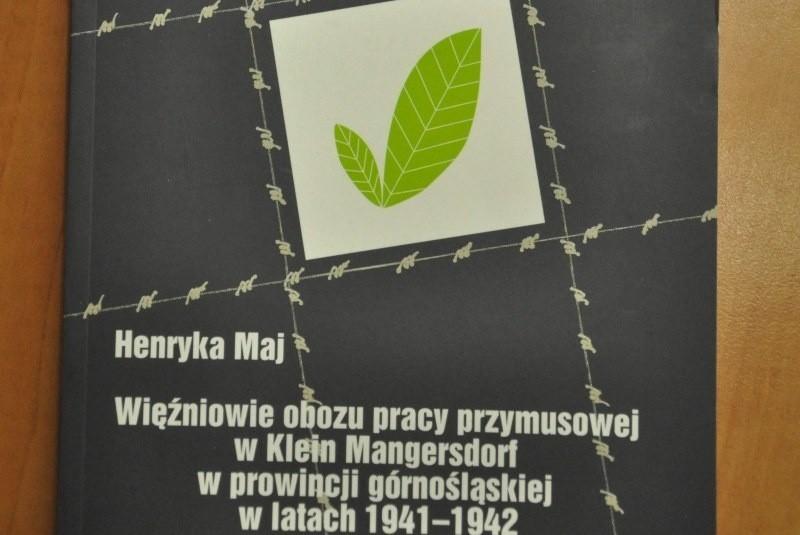 Książka jest pierwsza zwartą publikacją nt. obozu w Magnuszowiczkach