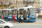Dwa tramwaje wykoleiły się na pl. Bema. Skrzyżowanie było zablokowane (FOTO, FILM)