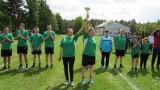 Integracyjny Turniej Piłkarski w Szkołach Specjalnych w Adamowie koło Promnej. Drużyna gospodarzy ze srebrnym medalem