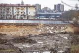 Kraków. Wielki, błotny plac budowy na budowie Centrum Nauki Cogiteon