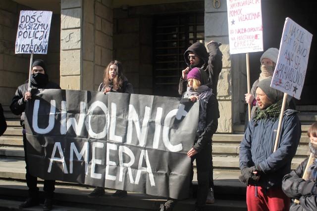 Demonstracja przed Sądem Okręgowym w Przemyślu, 20 lutego br.