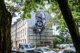 Gdańsk. Radni PiS mają pytania na temat remontu budynku z muralem Adamowicza