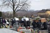 Pogrzeb ofiar rodzinnej tragedii w Zelczynie. Matka i trójka jej dzieci spoczęli w jednym grobie