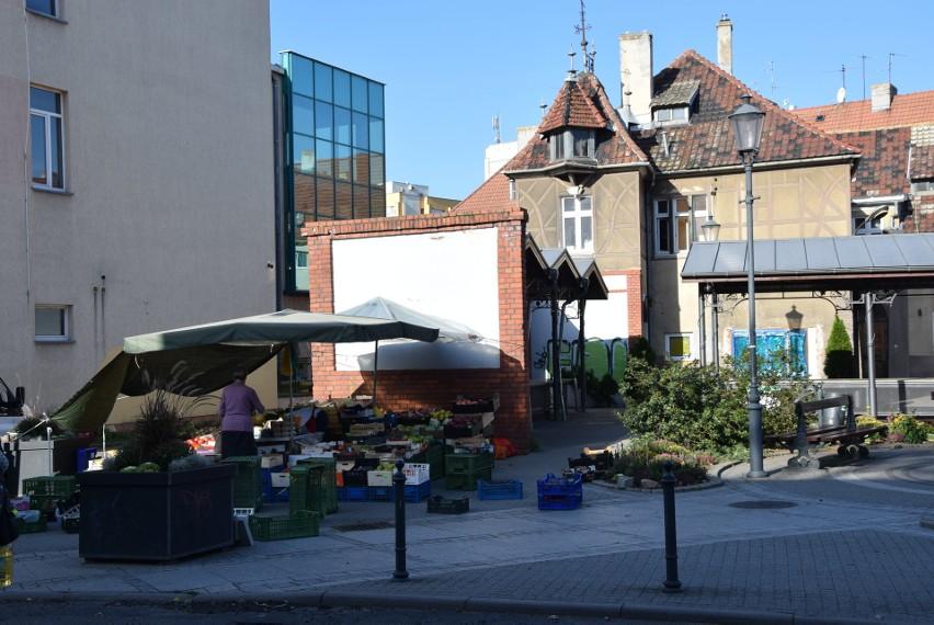 Zielona Góra. Ulica Pod Topolami. Tak obecnie wygląda targowisko w centrum Zielonej Góry.