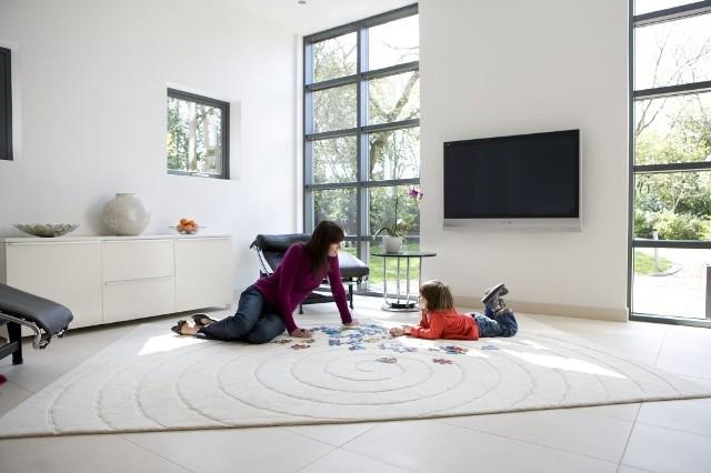 Oświetlenie wnętrzaŚwiatło dzienne w domu wpływa na nasze lepsze samopoczucie i zmniejsza zapotrzebowanie na sztuczne oświetlenie.