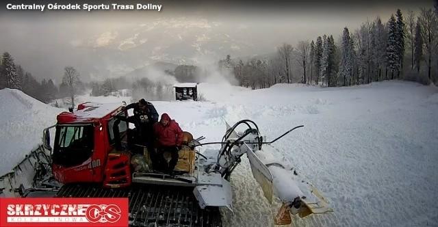 screen z kamery COS Skrzyczne, Doliny - jak widać trwa przygotowywanie trasy