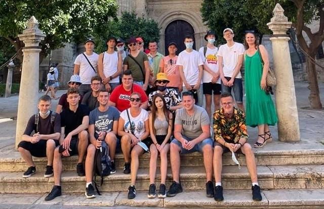 W ramach dofinansowania dwudziestu uczniów Zespołu szkół Rolniczo-Technicznych w Zwoleniu odbyli dwutygodniowe szkolenia w hiszpańskiej Maladze.
