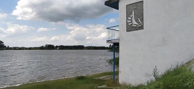 Tonący w Jeziorze Zamkowym 58-latek został przewieziony do szpitala w Grudziądzu